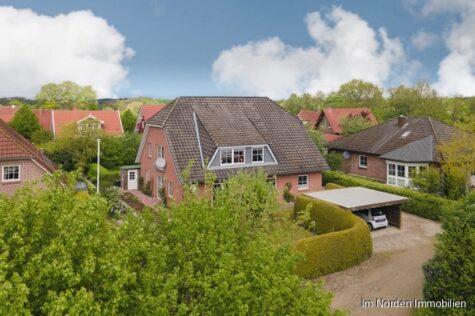 Großzügiges Einfamilienhaus mit Einliegerwohnung, 23715 Bosau / Hassendorf, Einfamilienhaus